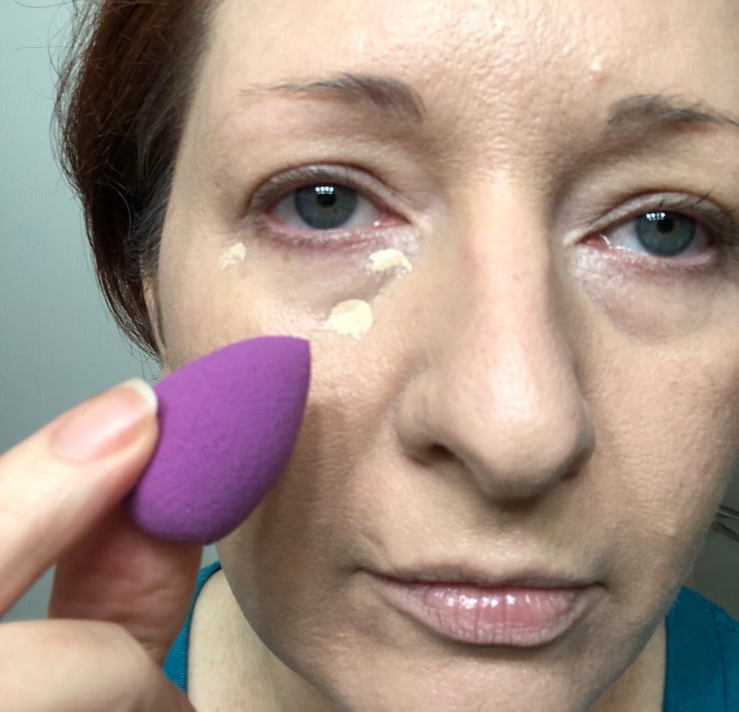 Wrinkles & War Paint, under eye, dark circles, concealer, how to, over 40, eye bags, color corrector, Swisspers, mini sponges, blender