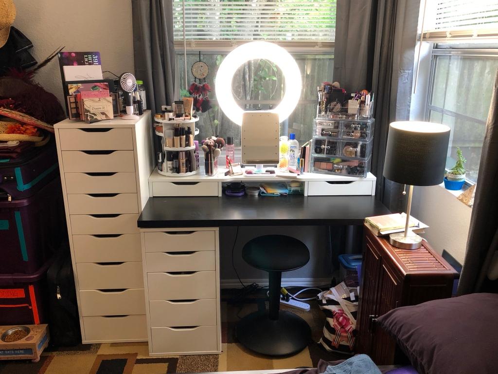WrinkleNWarPaint.com, wrinkles, war paint, makeup, vanity, Ikea, ring light